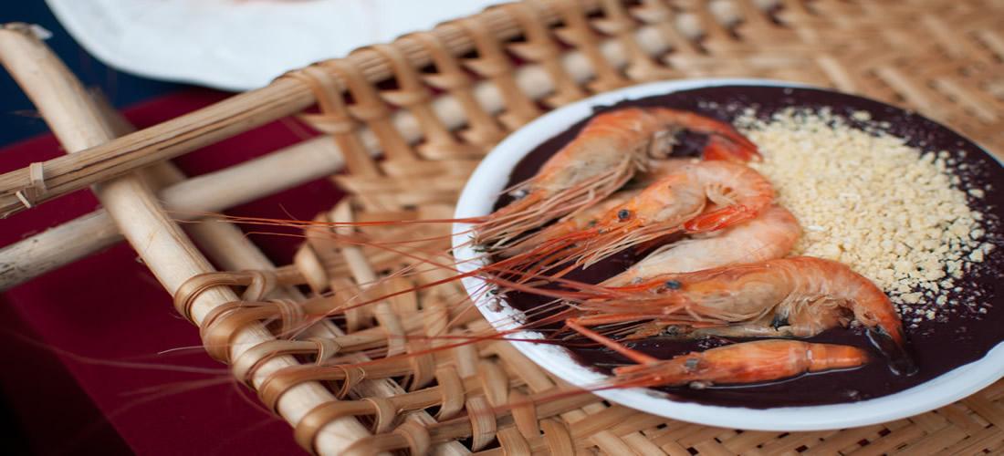Açaí com camarão e farinha