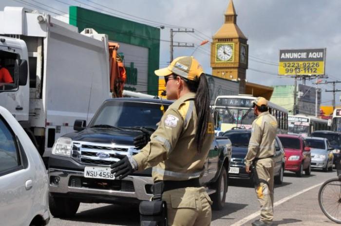 Serviços emergenciais interditam trecho da avenida Rodofo Chermont nesta sexta-feira, 19