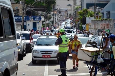 Semob organiza o trânsito com agentes e agentes educadores---FOTO UCHOA SILVA-Agência Belém