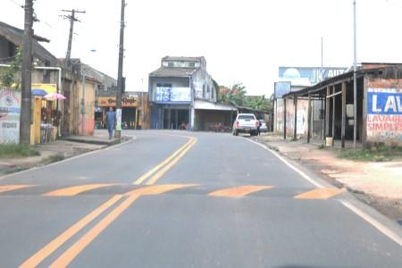 Via asfaltada, Rua do Una.