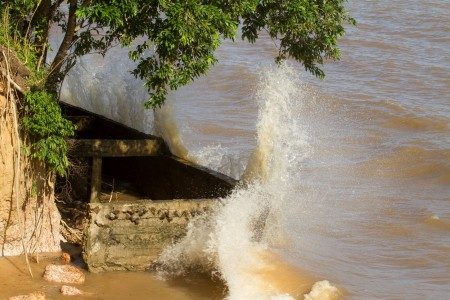 2016.05.06 - PA - Belém - Brasil: Defesa Civil Municipal e Cimbesa fazem monitoramento, com drone, nas áreas de erosão na Ilha do Mosqueiro. Praia do Paraíso.  Foto: Oswaldo Forte