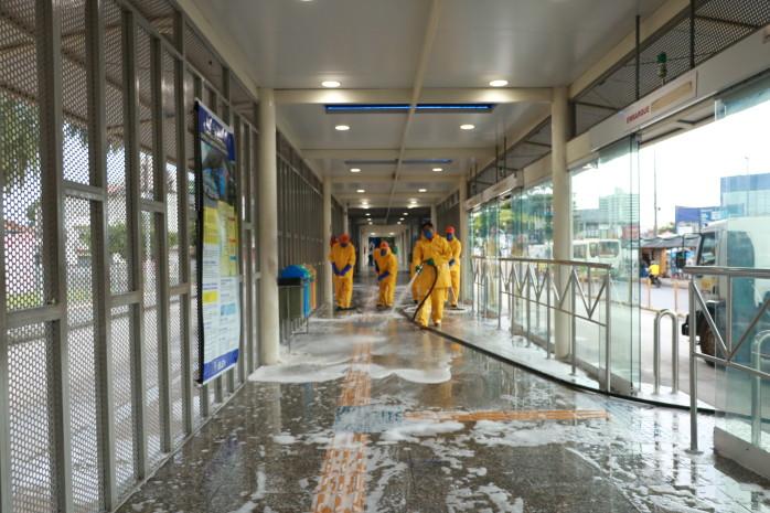 Estações e terminais BRT e passarelas da Almirante Barroso são higienizadas