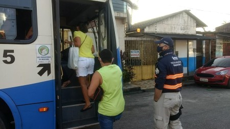 Fiscalização no final de linha no conjunto Jardim Sideral nesta quinta-feira, 4