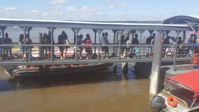 Domingo movimentado nos terminais hidroviários de Belém